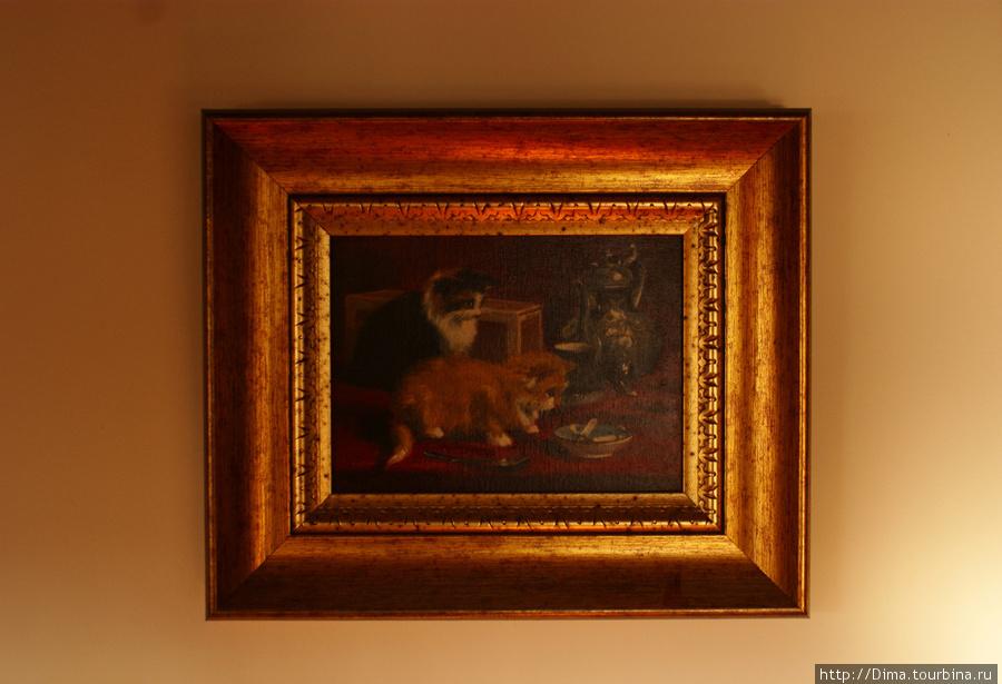 Картина на стене.