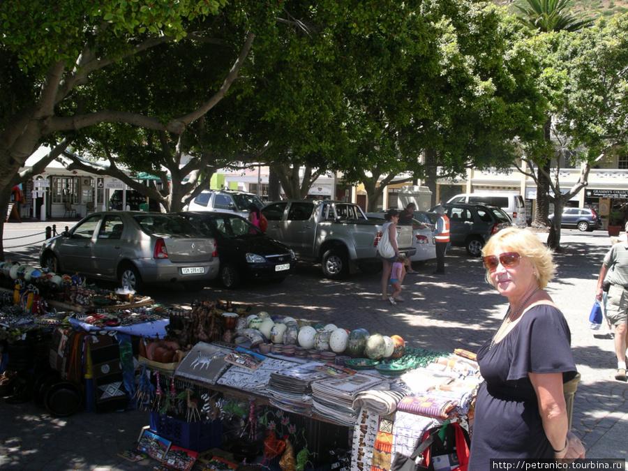 Торговые лавочки сувениров в Саймонс Тауне
