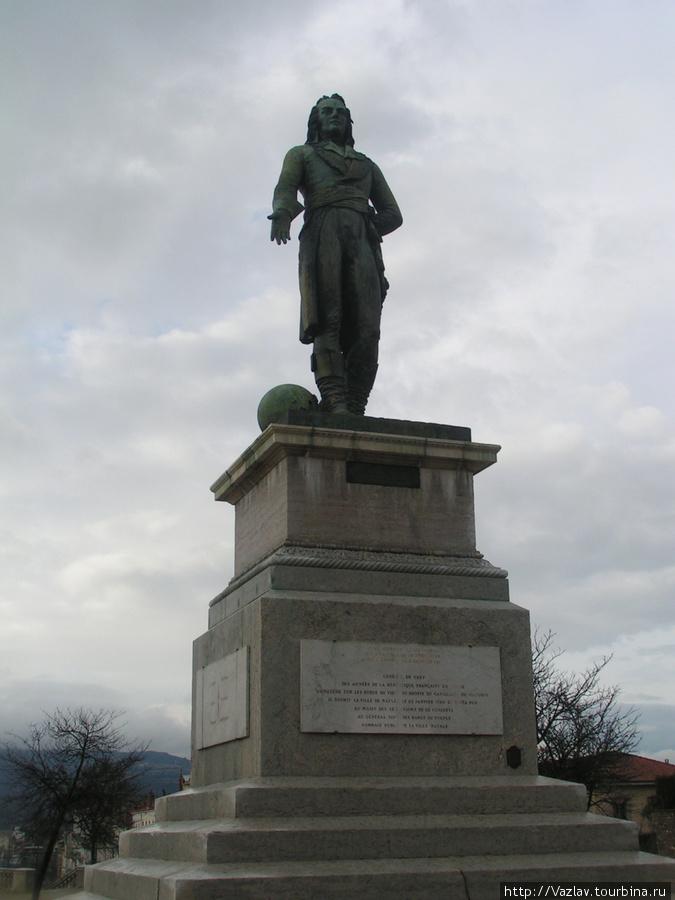Вид на памятник