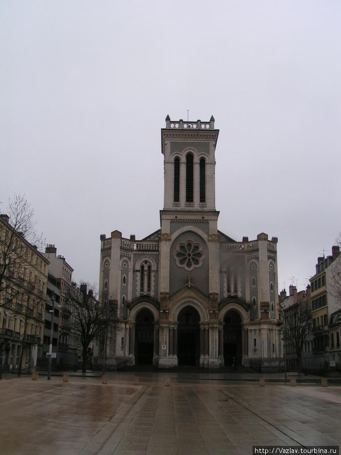 Вид на собор с площади