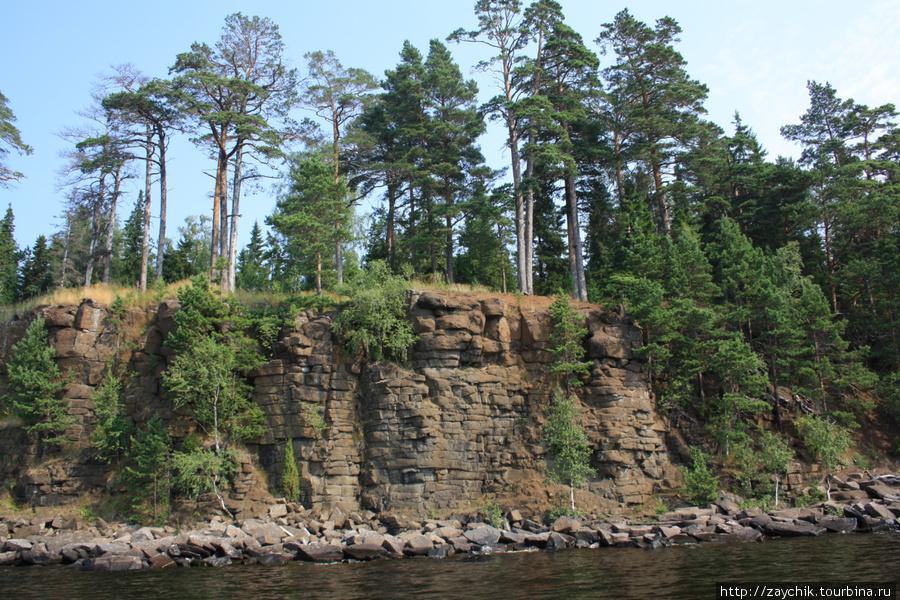 Скалы острова Святого