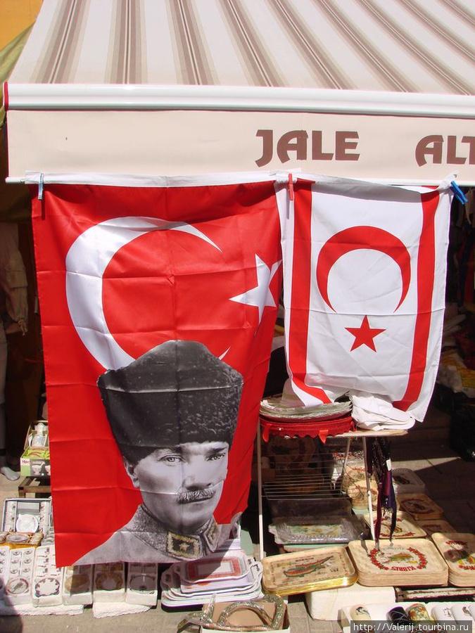 Флаги Турции и Северного Кипра.