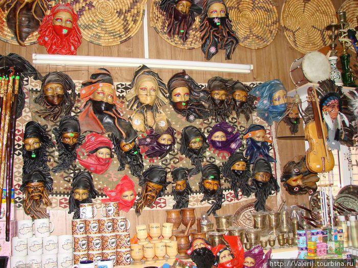 Традиционные сувениры.