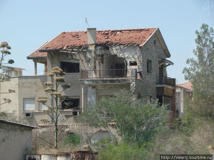 Здесь 35 лет назад жили люди. Дом на полосе отчуждения.