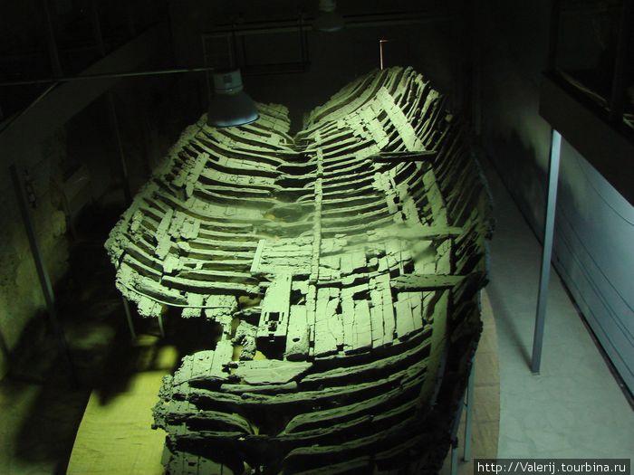 Остов древнего судна.