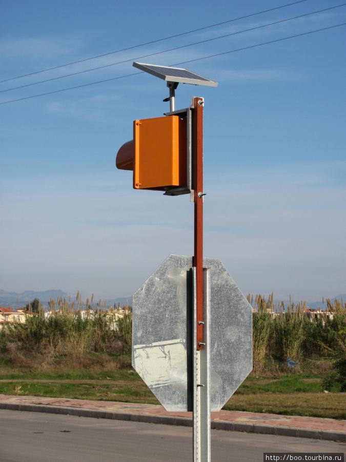 внимание! светофор работает на солнечной батарее!