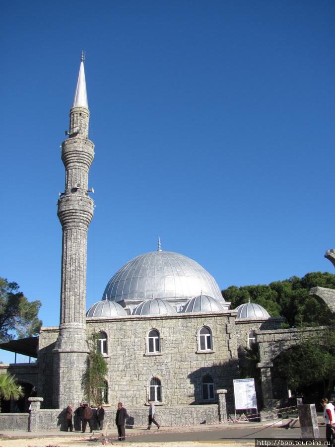 Городская мечеть находится практически в центре города.