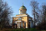 Церковь при подъезде к усадьбе.
