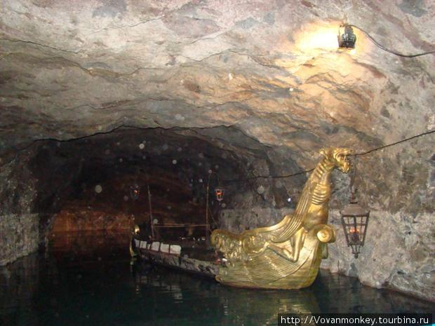 Seegrotte — подземное озеро. Лодка Ришелье.