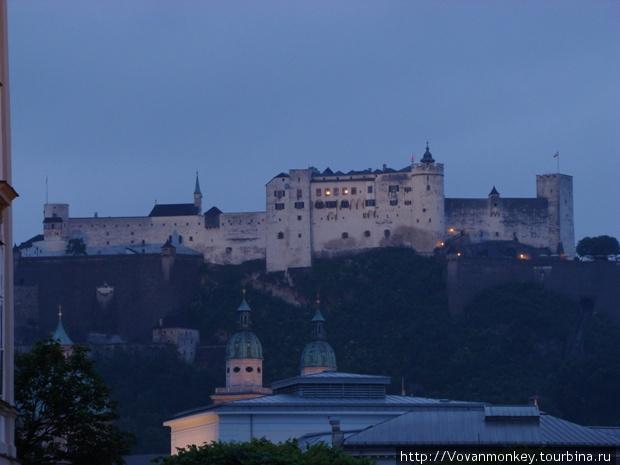 Хоэнзальцбург на вечерней