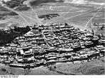 Вид на Шигаце до второй мировой войны. Снимок из архивов экспедиции Шеффера, взят из сайта Викимедии, находится в открытом доступе.