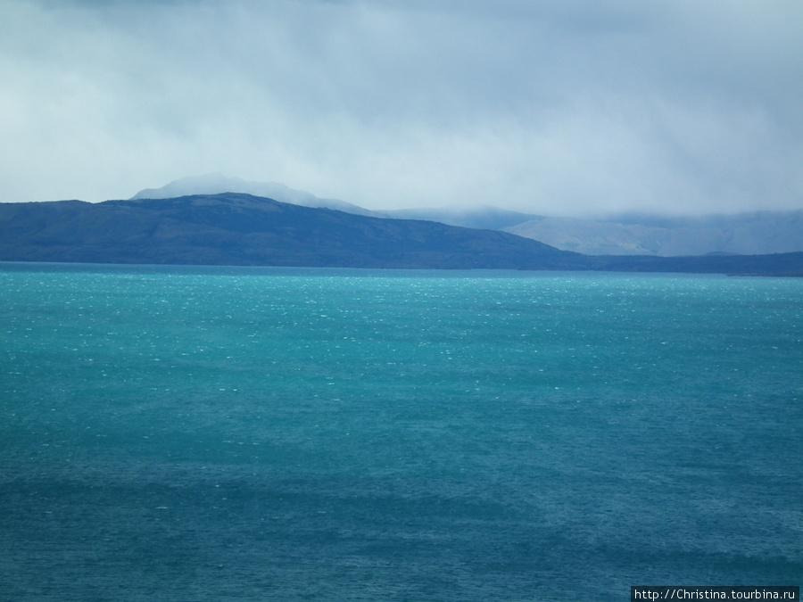 Мерцание вод озера Лаго дель Торо.