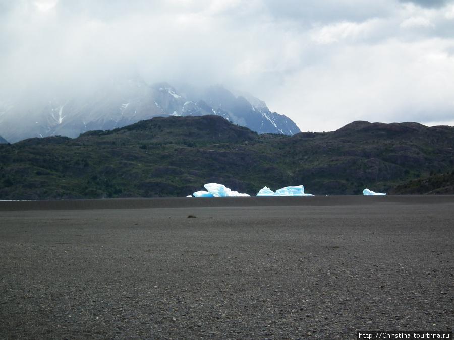 Ледники и айсберги — нормальное зрелище для этих краев.