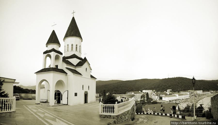 Православный храм в Новомихайловском.