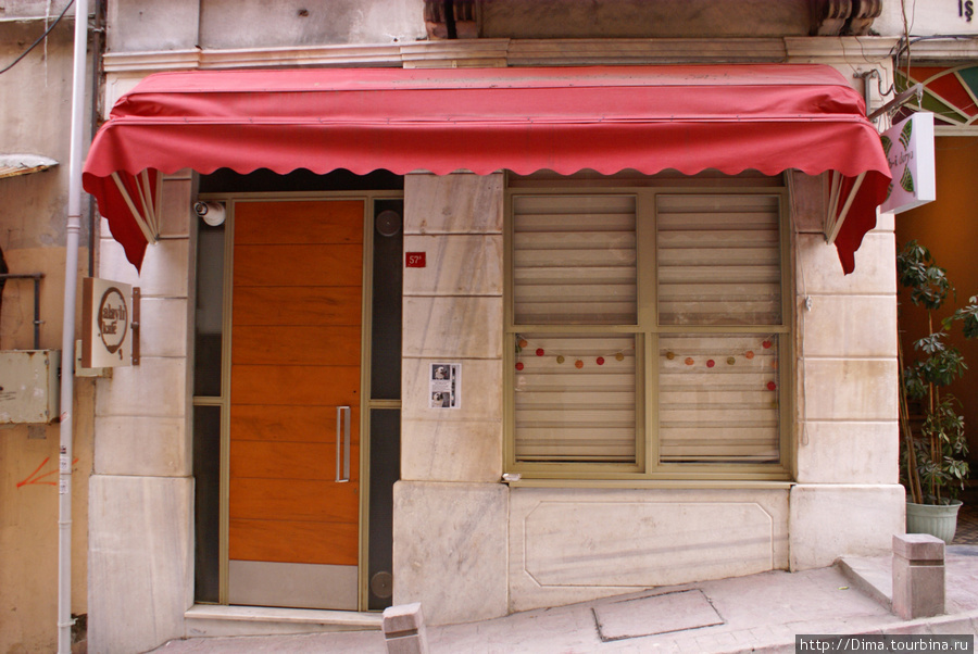 Дверь и окно.