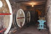 После 2-3 месяцев, когда убирают весь осадок вино сливают в эти бочки. Здесь оно выдерживается от 1 (полусладкое) до нескольких лет (сухое).