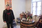 На дегустации предлагались вина из винограда сорта Арени 2002, 2001 и 1998 годов. Мне больше всего понравилось 2002, хотя сами виноделы больше всего ценят 2001.  Стоимость бутылки 2001-го года: 5000 драм (10€), бутылки 2002-го года — 2000 драм (4€)