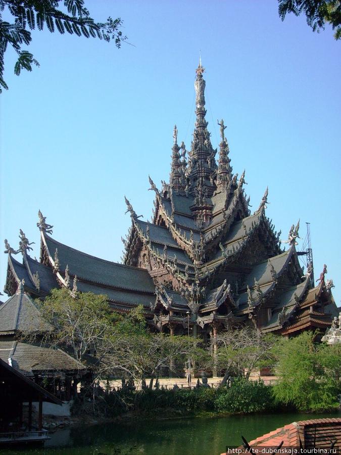Храм Истины. Удивительные кружева из дерева.