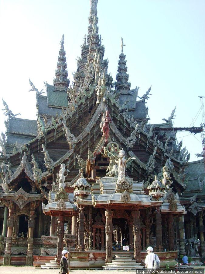 Строительство храма еще продолжается, но это не мешает осмотру.