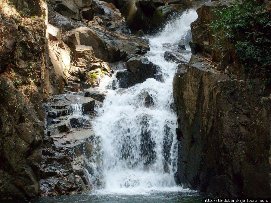 По дороге к водопаду.