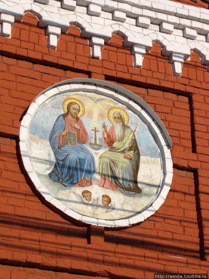 Фрагмент часовни. Икона Святой троицы.