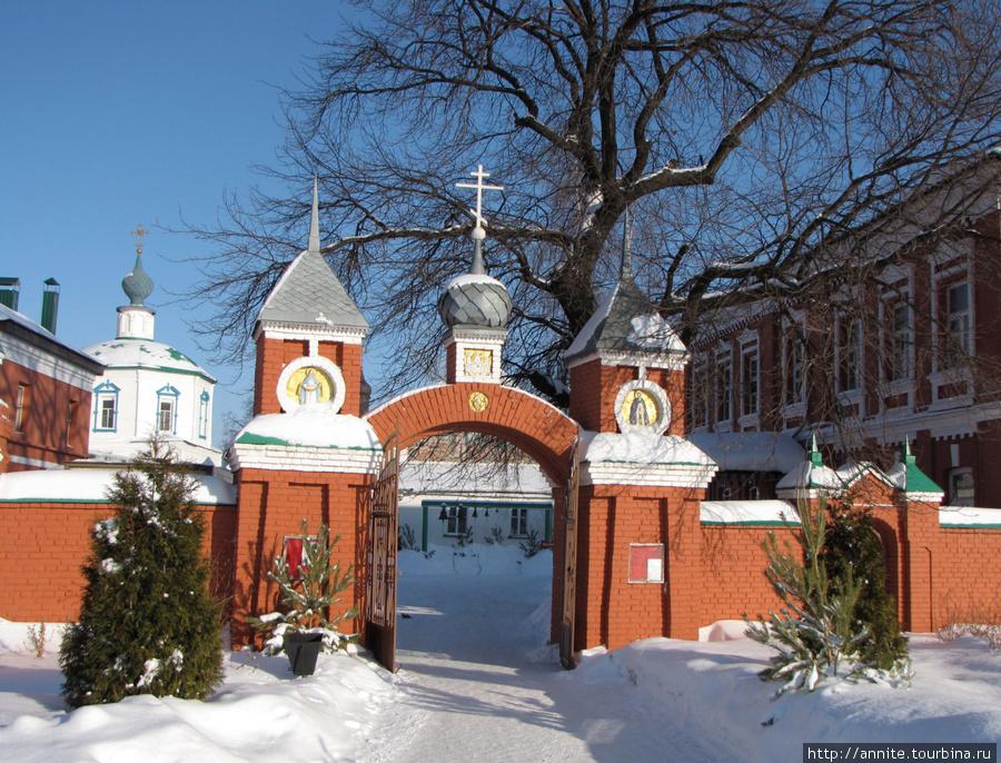 Входные врата монастыря.