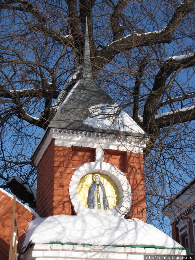 Входные врата монастыря. Фрагмент.