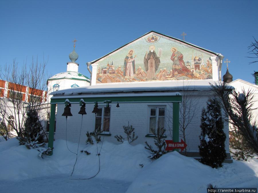 Звонница Свято-Троицкого монастыря.