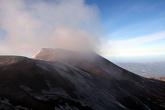 Вдали виднелся еще одна вершина — у Этны несколько голов. Но, судя по карте, моя вершина была на пару метров выше. Хотя на вулканах все относительно и меняется весьма быстро.