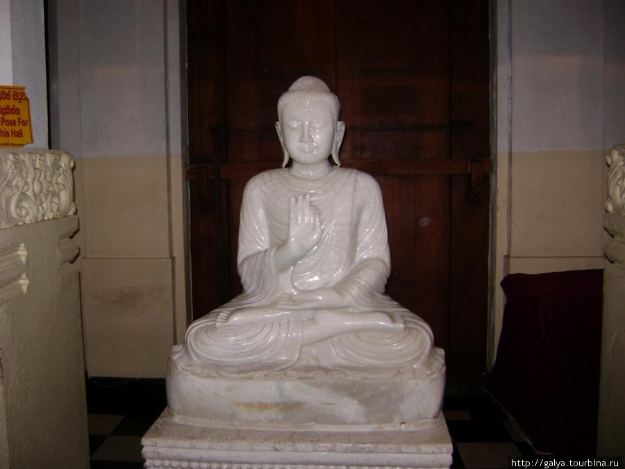 еще одна статуя