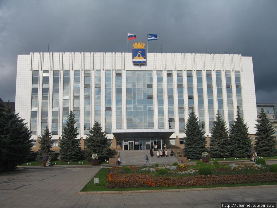 Здание тюменской администрации