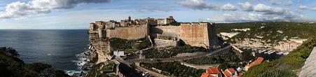 Древняя легенда говорит о том, что Бонифачо расположен в месте, куда предположительно заходил Одиссей.