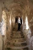 Говорят, что туристы поднимаются по некоторой крытой лестнице Арагонских королей. По легенде, она была построена за одну ночь арагонцами в 1420 году. Еще говорят, что она платная... Возможно, мы нашли какую-то другую лестницу, так как никаких признаков билетеров не встретили.