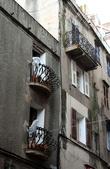 ...обратить внимание на балконы...