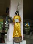 Деревянные фигуры в церкви