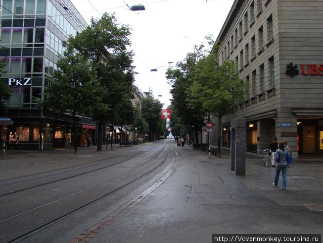 Banhofstrasse, воскресень