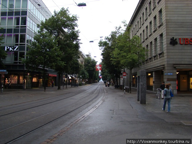 Banhofstrasse, воскресенье вечер, безлюдно...