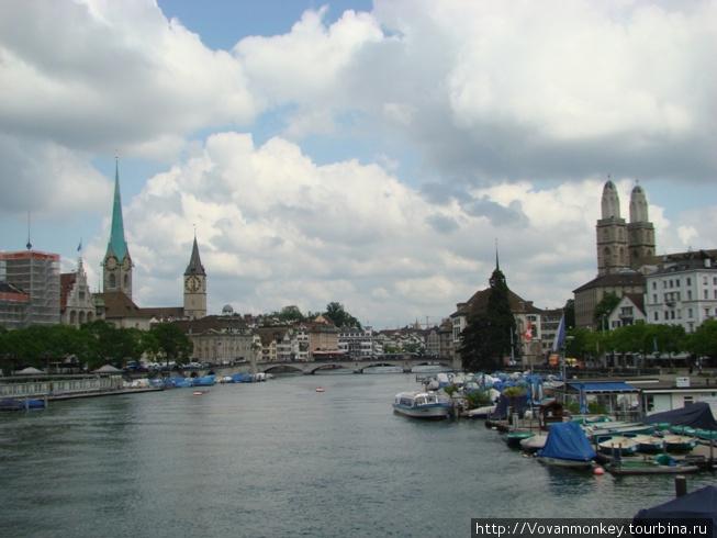Вид на главные соборы Цюриха с моста Quaibrucke
