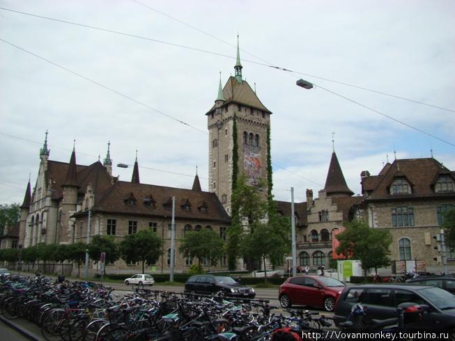 Швейцарский национальный музей, а с виду — замок