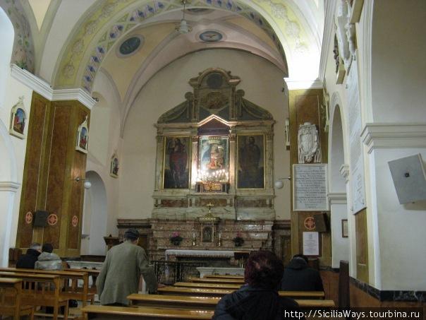 Старинная церковь монастыря в Сан-Джованни-Ротондо