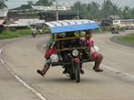Такие тележки используются на Минданао как городской и пригородный транспорт