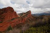 Красные скалы в долине