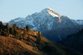 Вершина, венчающая долину, высотой по 5000 м