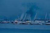 На этой фотографии хорошо видно, что в порту разгружают уголь...