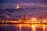 Мурманский морской торговый порт и мемориал «Алеша».