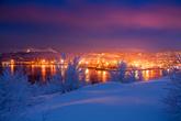 Полярная ночь на широте Мурманска длится со 2 декабря по 11 января, полярный день — с 22 мая по 22 июля.