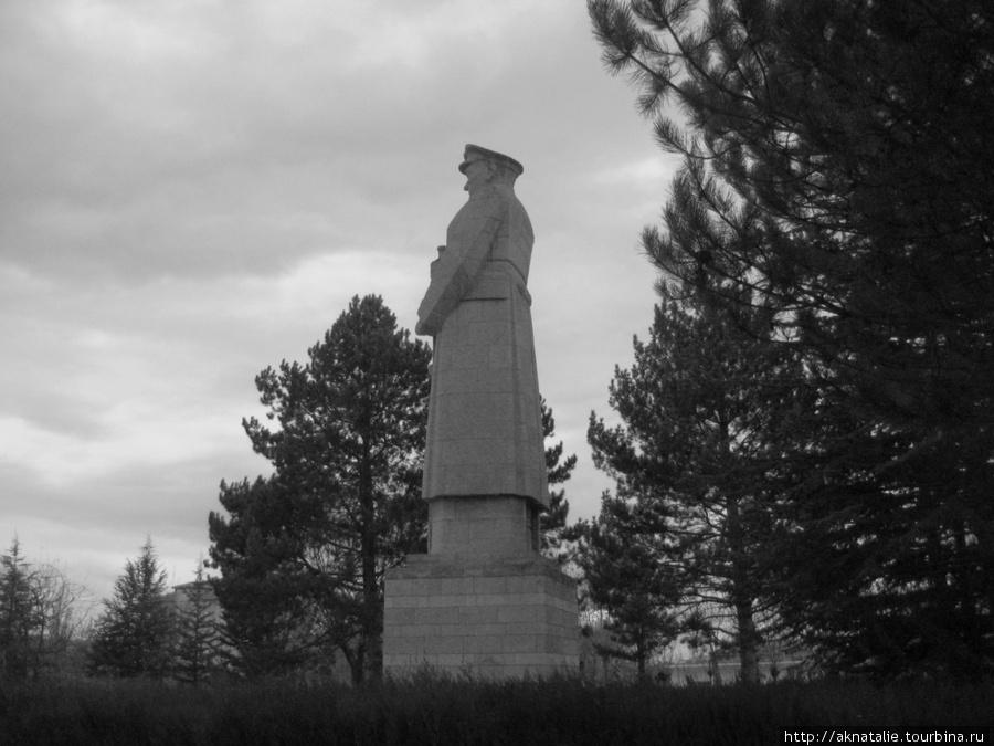 Памятники великому Ататюрку, как наши памятники Ленину, есть в каждом, даже самом маленьком городе.