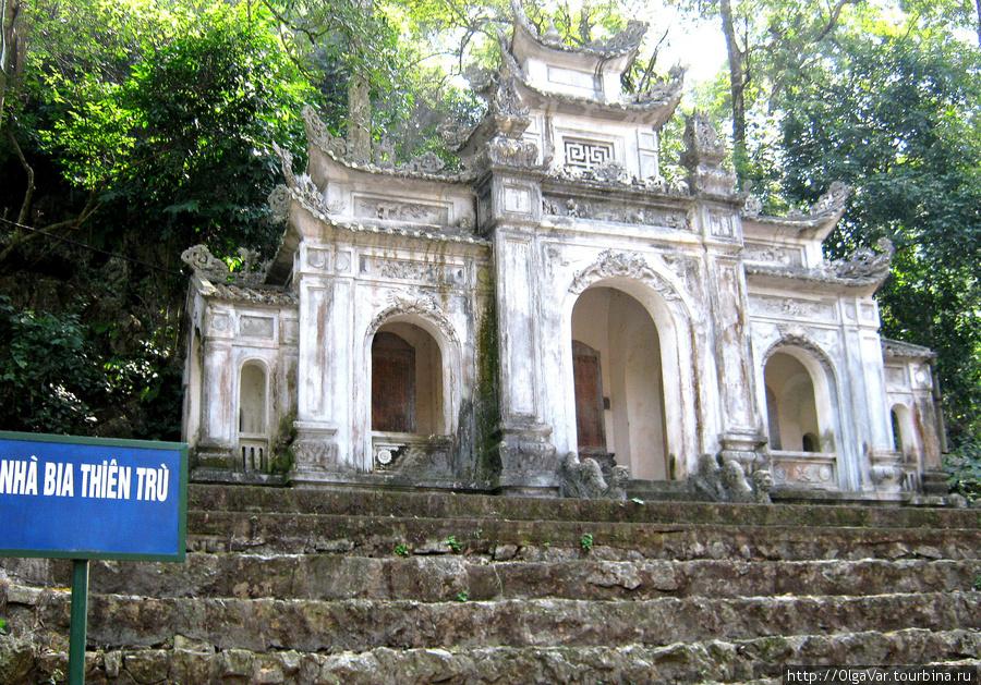 Очередные ворота, ведущие в храм