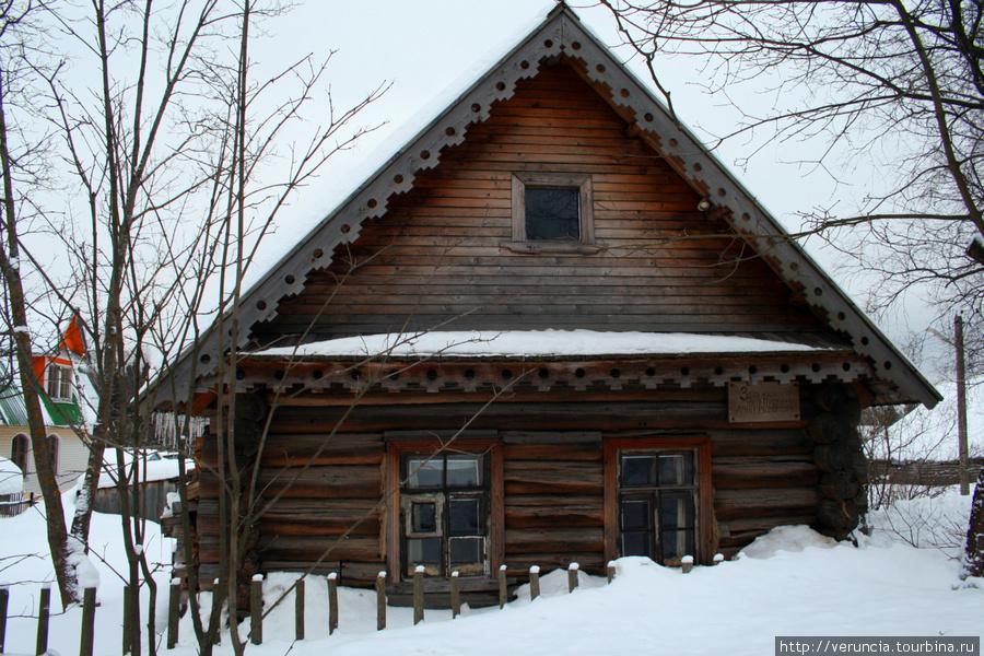 Дому няни более 200 лет. Бревенчатые стены из сосны помнят Арину Родионовну.