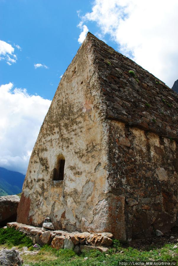 Самый большой склеп, который мы видели на Северном Кавказе